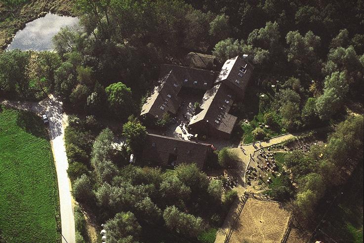Blick auf einen Teil des weiträumigen Geländes vom Kirschkamperhof