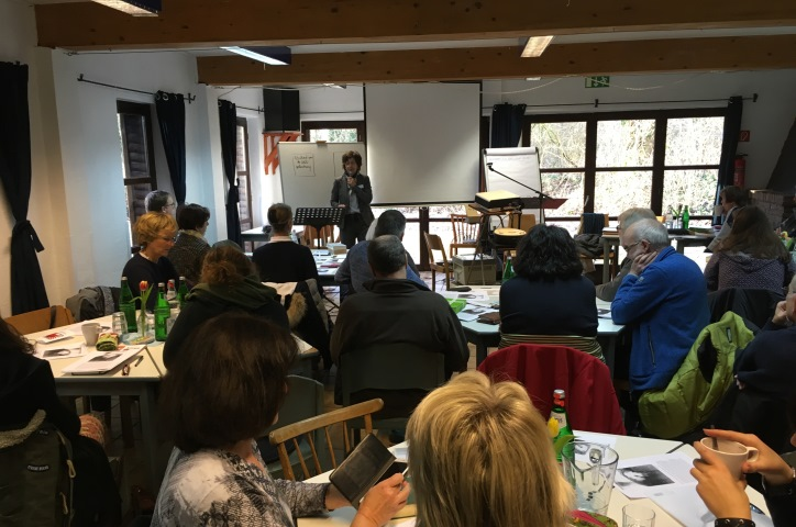 Spannende Referenten hören zu relevanten Themen des Lebens